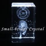 El laser del cristal 3D grabó al agua fuerte a Leo