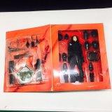 Interior de la cubierta plástica en empaquetado de la caja de juego