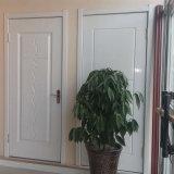 内部の固体木のドア