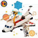 A canela de espaço dos miúdos obstrui o brinquedo modelo