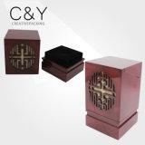 Boîte cadeau en bois gravé peint en rouge foncé et rouge foncé pour bougies