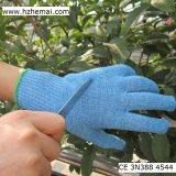 I guanti blu della cucina hanno tagliato il guanto resistente di industria alimentare