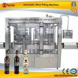 Macchina automatica di imbottigliamento del vino