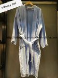 工場価格のカスタムロゴの男女兼用の100%年の綿のテリーのホテルの浴衣の卸売