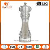 La main en céramique blanche de faisceau actionnent la rectifieuse de poivre en plastique de sel