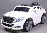 12V vergunning gegeven Rit op het Stuk speelgoed van de Auto met RubberWielen