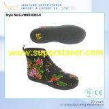 涼しいレースの上部の花雨靴
