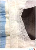 柔らかく、乾燥した使い捨て可能な整形パッドのおむつ