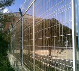 工場からの屋外の一時塀