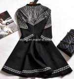 Schwarzes stickte Frauen `S Kleid