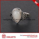 El anillo de plata redondo del ojo de gato de la joyería del diamante fijó para el regalo