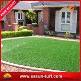 Erba sintetica del prato inglese del tappeto erboso per il paesaggio esterno