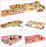 柔らかいプラスチック城の子供キャンデーの主題の商業運動場の遊園地