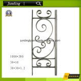 Componentes do ferro feito para a porta, trilhos e cercas decorativos do ferro