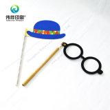 Vidrios y sombrero apoyo de la foto impresa (con bolígrafo)
