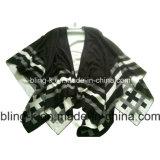 流行の女性または女性のためのストリップのウールによって混合される編むポンチョ