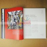 Съемка книг книга в твердой обложке высокого качества записывает печатание
