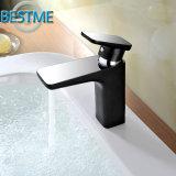 Colpetto di miscelatore nero per la stanza da bagno nel buon prezzo