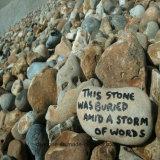 Pedra de palavras gravadas
