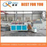 Chaîne de production en plastique de panneau de mousse de croûte de PVC extrudeuse