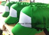 Le blanc bon marché folâtre des casquettes de baseball