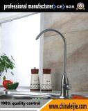 浴室のステンレス鋼の台所洗面器の蛇口かコック