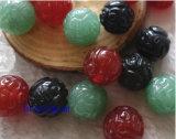 宝石類の部分自然な宝石用原石によって切り分けられるビード