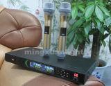 Dx38 conjuguent microphone sans fil tenu dans la main