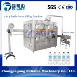 Llena de lavado de botellas de agua mineral de llenado automático de la máquina que capsula