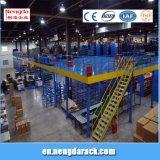 Étagères multiniveaux de grenier en métal d'étagère avec des échelles pour l'entrepôt