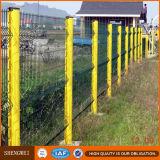 O PVC de 3 dobras revestiu o painel soldado segurança da cerca do engranzamento de fio