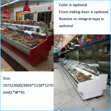 구부려진 유리는 슈퍼마켓을%s 음식 카운터봉사하 에 냉장했다