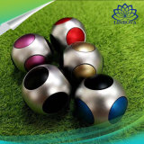 子供の大人のギフトのためのフットボールのサッカーボールの落着きのなさの紡績工手の紡績工指のジャイロコンパスのおもちゃ
