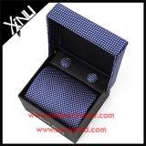 Os homens formam por atacado a 100% o jogo tecido de seda do presente das gravatas