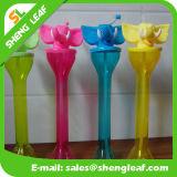 Artigos relativos à promoção bebendo do frasco do suco colorido fresco