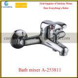 Mezclador de cobre amarillo del agua del fregadero de cocina maneta larga del canalón de la sola