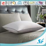 Cuscino molle bianco della piuma dell'oca di qualità eccellente utilizzato hotel di lusso della stella