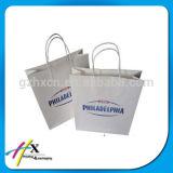 Bolso de compras blanco por encargo del papel de Kraft con la maneta de la cinta