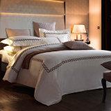 Het Beddegoed van uitstekende kwaliteit die voor het Hotel/de School van het Huis wordt geplaatst
