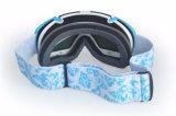 Il pattino mette in mostra la protezione UV degli occhiali di protezione con gli obiettivi del rimontaggio