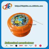 El yoyo plástico popular juega el yoyo colorido con insignia modificada para requisitos particulares