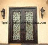 Eyebrownの上のハンドメイドの錬鉄の複式記入の前ドア