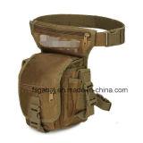 L'attrezzo militare del camuffamento esterno mette in mostra il sacchetto del piedino della vita per caccia