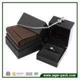 高い光沢のある終わりの黒の木の宝石箱
