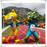 Vinicius e Jogos Olímpicos de Rio da boa vinda do traje da mascote de Tom em Brasil 2016