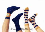 Heißer Verkaufs-neue Art-Form-Qualitäts-Mann-Frauen-Socken