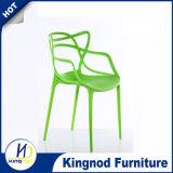 고품질 목제 다리를 가진 새로운 디자인 Emes 싸게 쌓을수 있는 편리한 Dsw 의자 플라스틱 의자
