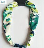 ばねの夏によって印刷される軽くて柔らかく美しい毛のアクセサリのヘッドバンド