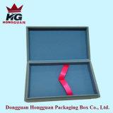 Il contenitore di regalo blu per la penna