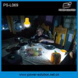 Linterna solar portable con el cargador del teléfono móvil con un bulbo